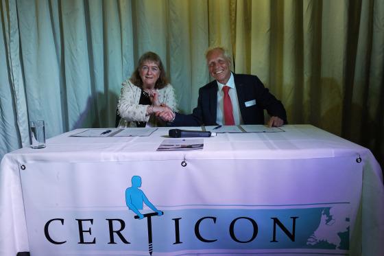Ondertekening toezichtconvenant door Jessica van Swigchem (ILT) en Koos Berghuis (Certicon)